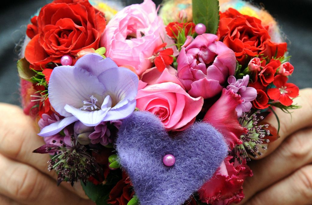 Individuell gestaltete Blumensträuße sind die Stärke der Fachgeschäfte im Gegensatz zu den Discountern, sagt der Präsident des Floristen Landesverbands Baden-Württemberg. Foto: dpa