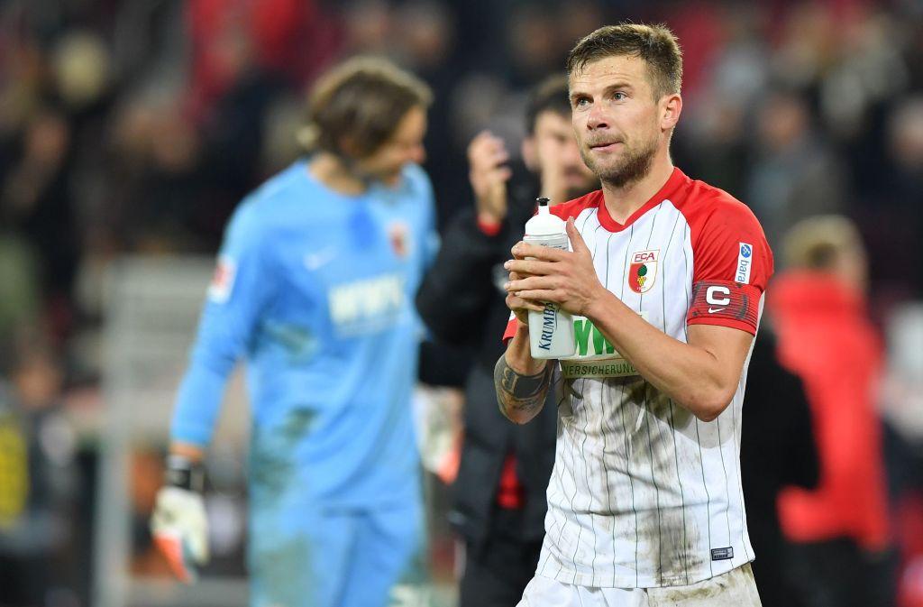 Daniel Baier vom FC Augsburg droht eine Sperre gegen den VfB Stuttgart – der DFB ermittelt. Foto: Bongarts