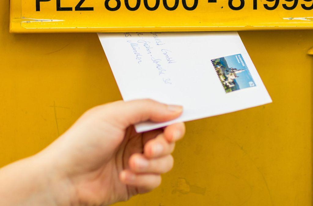 70 Cent kostet das Verschicken eines Standardbriefs derzeit noch. Ab 1. April könnte das Porto steigen. (Symbolbild) Foto: dpa