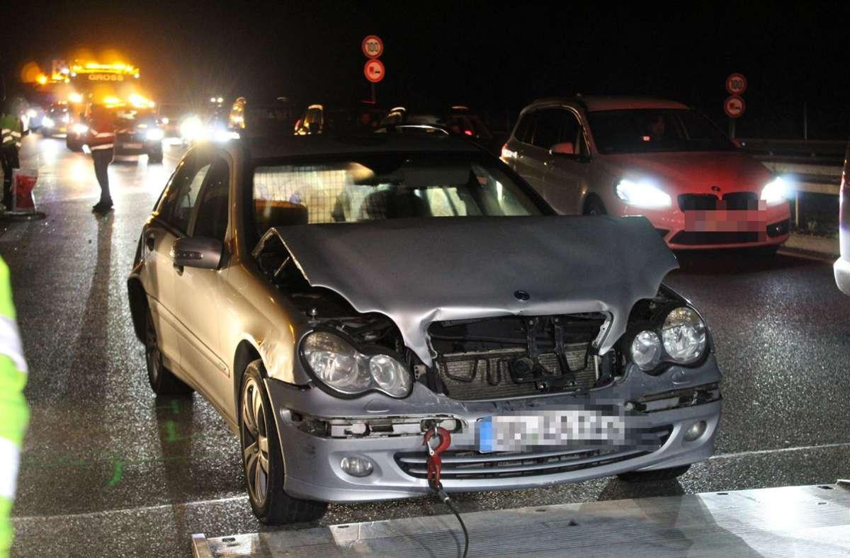 Bei dem Unfall auf der B295 werden sechs Menschen verletzt. Foto: SDMG/SDMG / Dettenmeyer