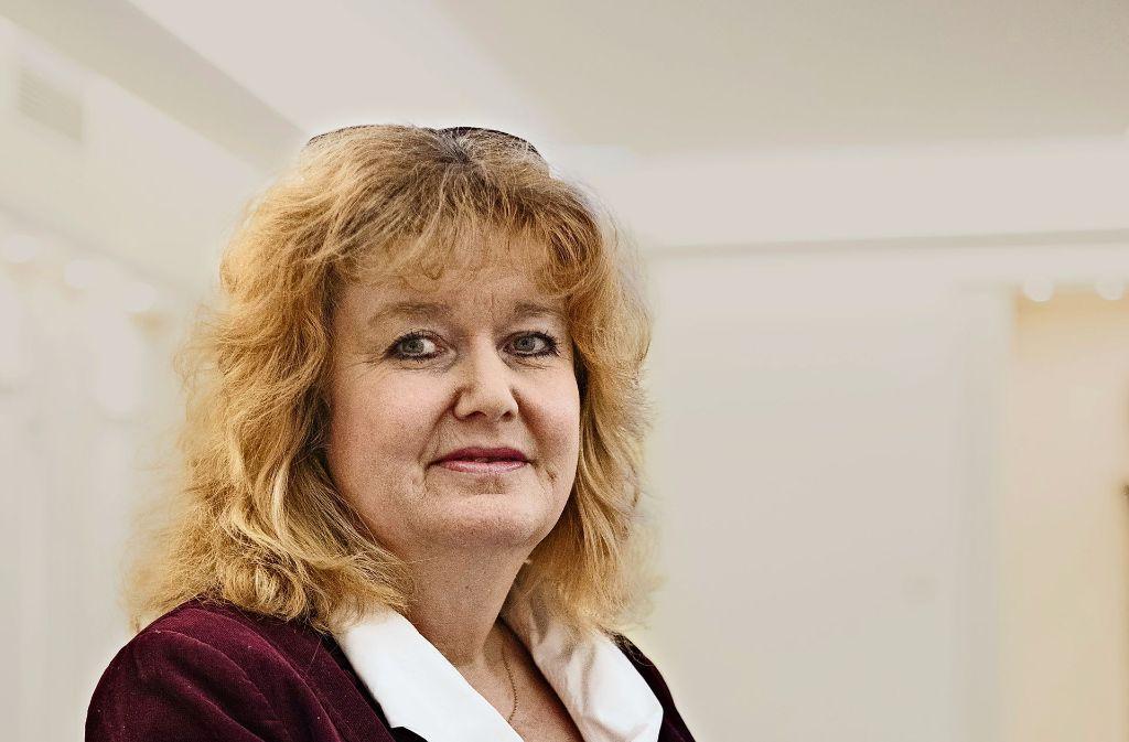 Die gebürtige Wienerin Barbara Traub steht der Israelitischen Religionsgemeinschaft vor uns arbeitet als Psychotherapeutin mit Krebspatienten. Foto: Lichtgut/Verena Ecker