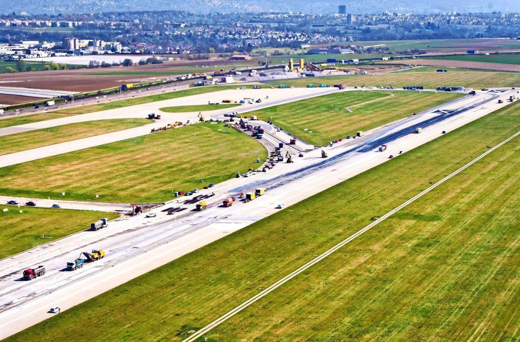 Ungewohntes Bild: Am Flughafen Stuttgart sind derzeit andere Fahrzeuge als normalerweise unterwegs. Foto: privat/Flughafen Stuttgart