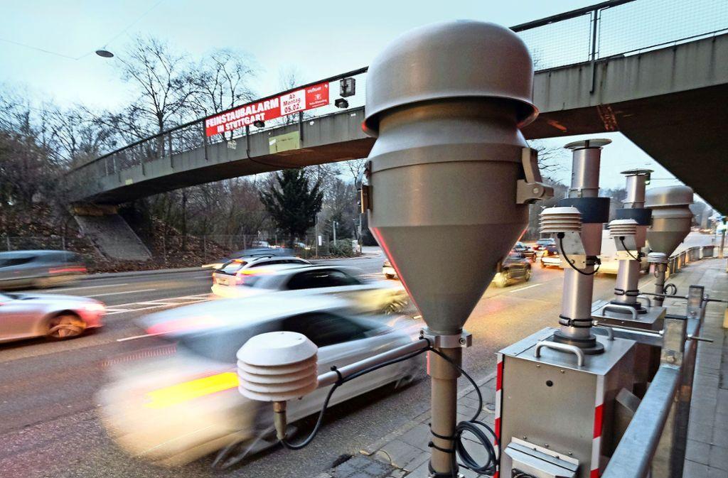 Am Neckartor  wurden weniger Überschreitungstage gemessen als 2017. Foto: dpa