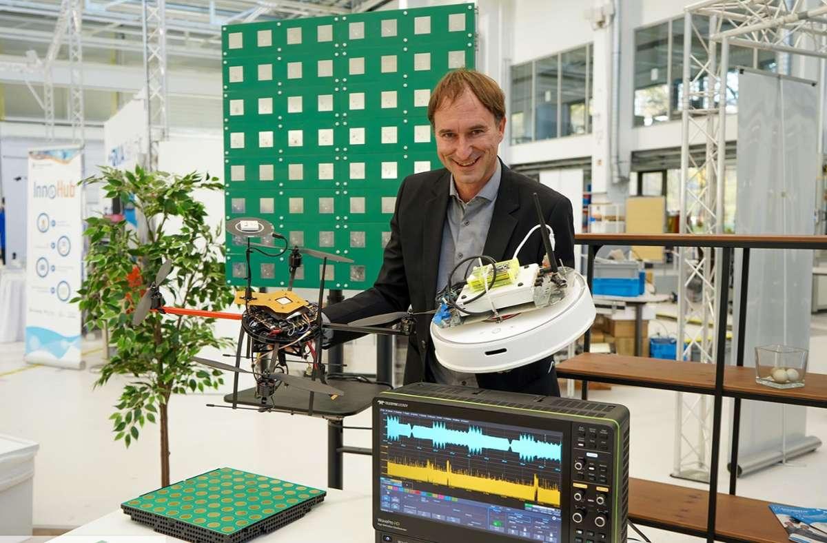Forscher der Universität Stuttgart wie Professor Stephan ten Brink arbeiten an Algorithmen für die Datenübertragung der Zukunft. Foto: Arena 2036 (z)