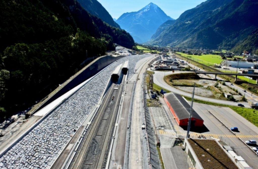 Bei Erstfeld im Kanton Uri verschwindet der Tunnel für 57 Kilometer im Berg. Foto: Alptransit