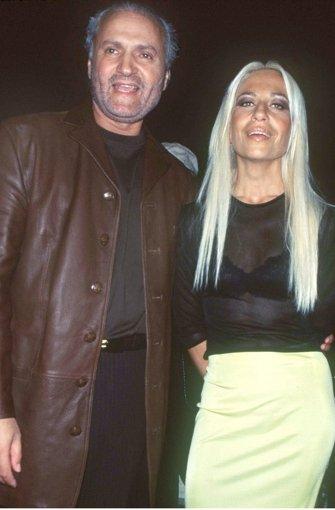 Donatella versace wird am samstag 60 jahre alt for Donatella versace beach
