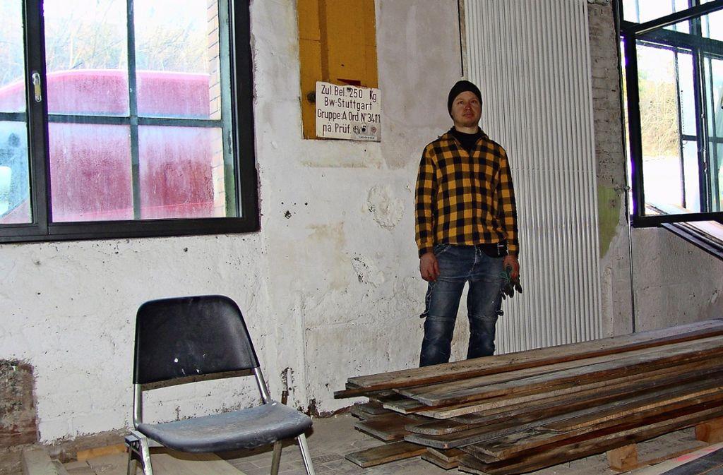 Robert Steng in seinem Atelier in den Wagenhallen Foto: Armin Friedl