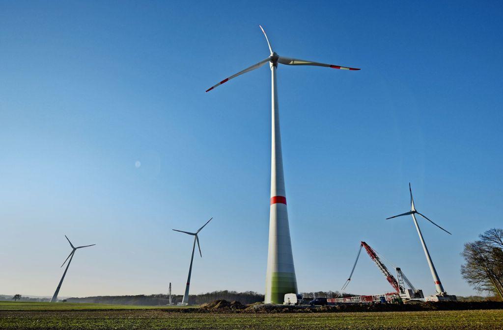 Windenergiepark in Braunsbach: Ein Teil der Windräder darf sich drehen Foto: dpa