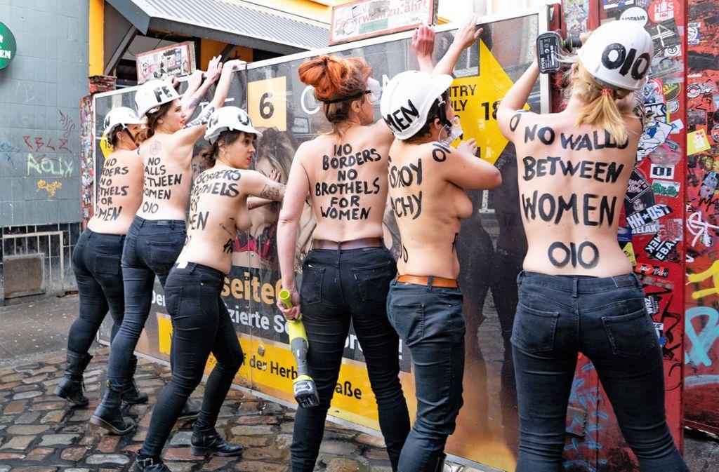 Die Aktivistinnen wollen mit ihrer Aktion ein Zeichen setzen. Foto: www.imago-images.de