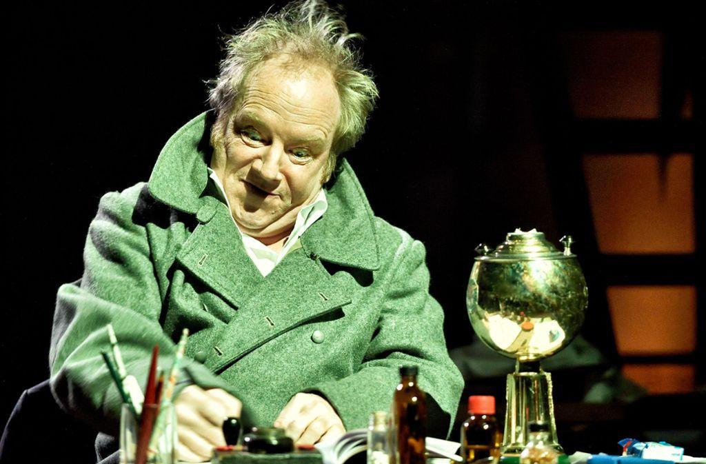 Martin Theuer spielt in Esslingen den Tagebuch-Fälscher Fritz Knobel. In der Realität hieß dieser Mann Konrad Kujau und arbeitete aus dem Großraum Stuttgart heraus. Foto: Patrick Pfeiffer
