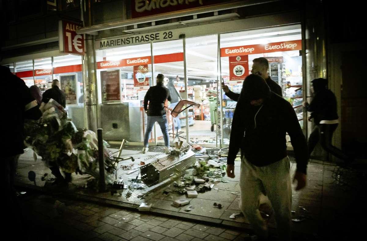 Randalierer und Plünderer in der sogenannten Krawallnacht Foto: Lichtgut/Julian Rettig