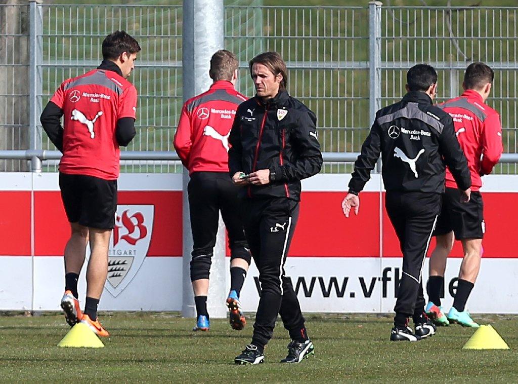 Nach der letzten Niederlage gegen Eintracht Frankfurt ist der VfB Stuttgart nun im Abstiegskampf. Weitere Impressionen des Trainings, das Thomas Schneider am Dienstag leitete, zeigt die folgende Bilderstrecke.  Foto: Pressefoto Baumann