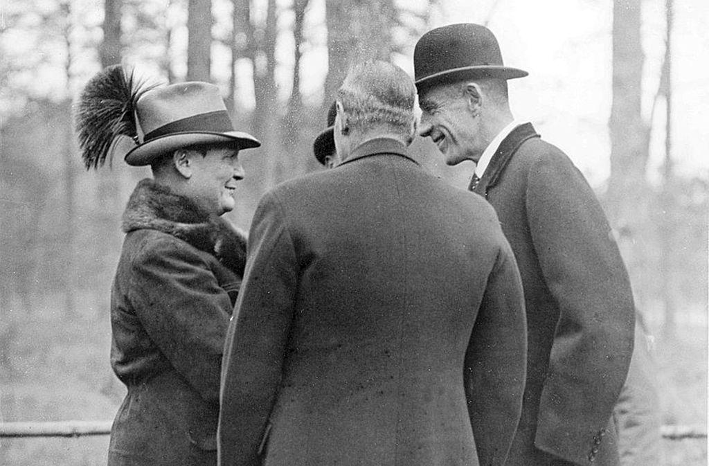 Göring (li.) mit englischen Gästen auf seinem Landsitz Carinhall Foto: Ullstein