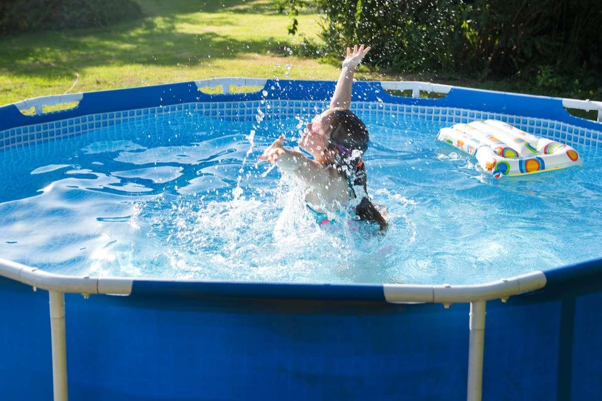 Wie entsorgt man Poolwasser richtig? Foto: schab/Shutterstock