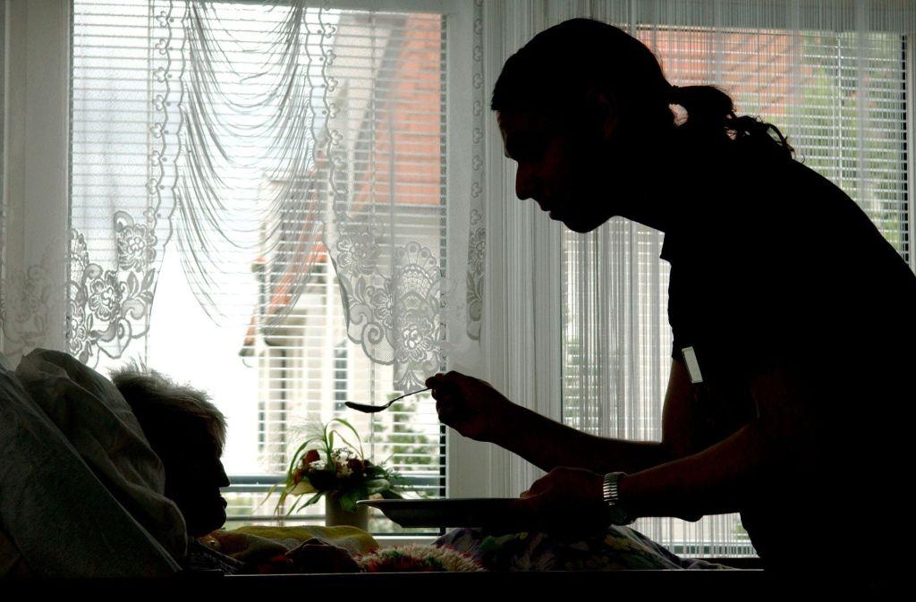 In einem Ludwigsburger Pflegeheim soll eine Bewohnerin misshandelt worden sein – sagt die Tochter der Frau. Sie hat Strafanzeige erstattet. Foto: dpa