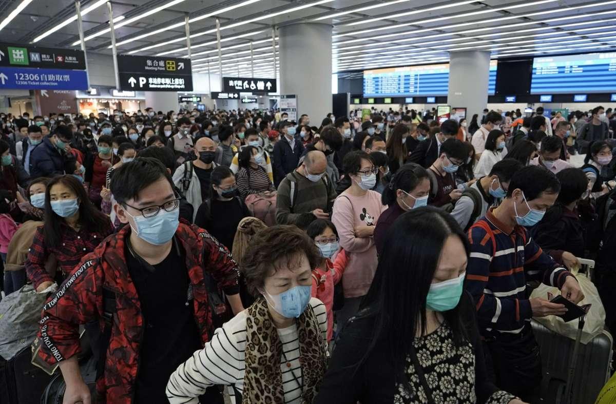 Die ersten Meldungen zum neuartigen Coronavirus kamen vor  rund einem Jahr aus China. Unsere Bilderstrecke zeigt wichtige Ereignisse der Corona-Pandemie des vergangenen Jahres in einer Chronik. Foto: dpa/Kin Cheung