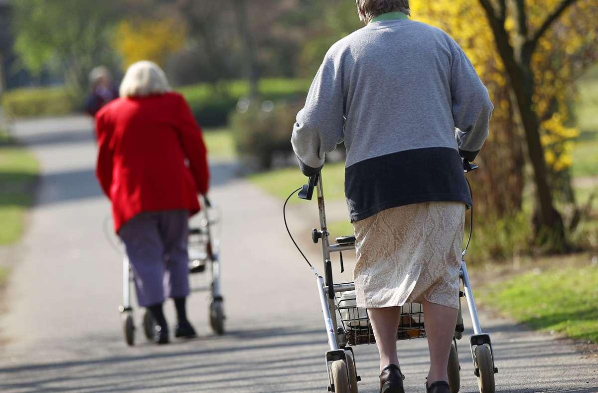 Seniorinnen mit Rollator waren die Opfer der Unbekannten. Foto: dpa/Oliver Berg