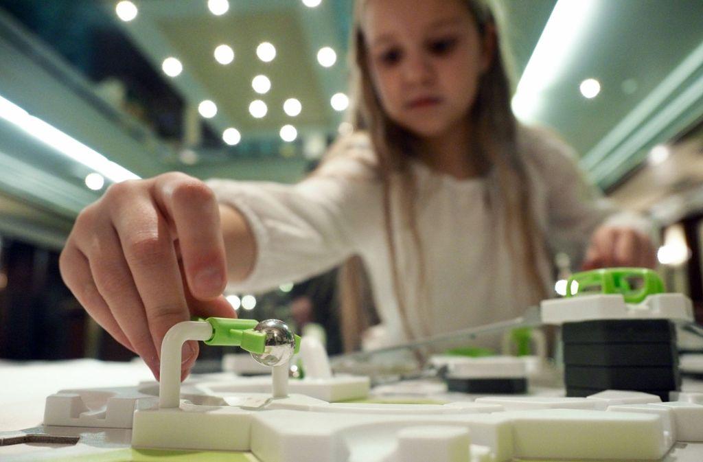 """Mit dem neuen Kugelbahnsystem """"Gravitrax"""" will Ravensburger an die Verkaufserfolge von 3-D-Puzzles und Tiptoi anknüpfen. Foto: dpa"""
