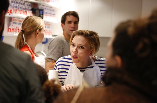Scarlett Johansson verkauft Popcorn in Paris