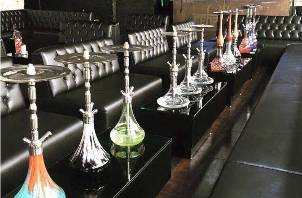 """Die Wasserpfeifen gibt es in allen Farben und Formen, wie hier in der Shisha-Bar """"Rebell Lounge"""" in Stuttgart/Bad Cannstadt. Foto: facebook/rebelllounge"""