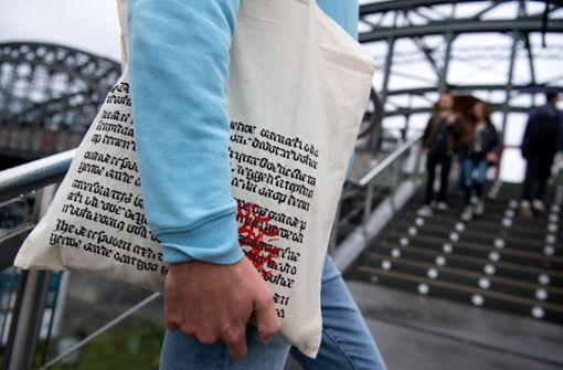Einkaufstasche von Hugendubel kommt in New York groß raus