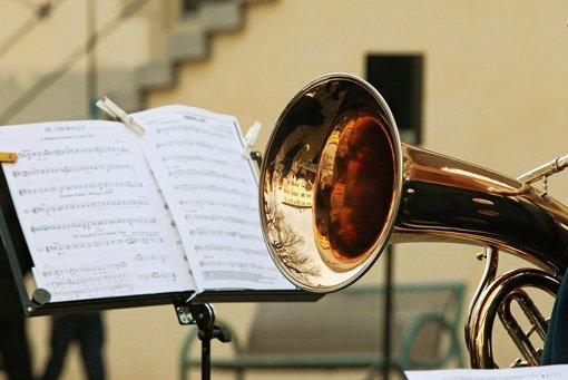 Mit Posaunen und Trompeten
