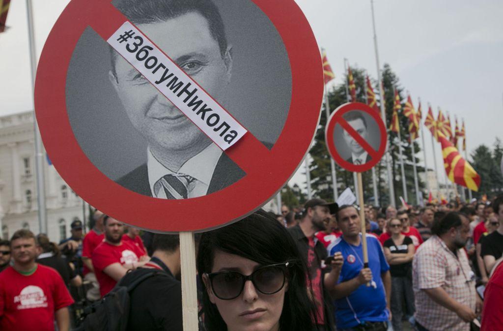 Immer wieder haben die Bürger gegen die Politik des mazedonischen Ex-Premiers Nikola Gruevski protestiert. Sie haben den Weg für eine Beilegung des Namensstreits geebnet. Foto: AP