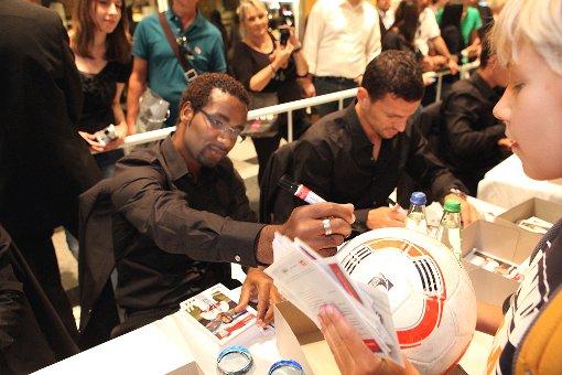 VfB-Fans kamen zur Autogrammstunde