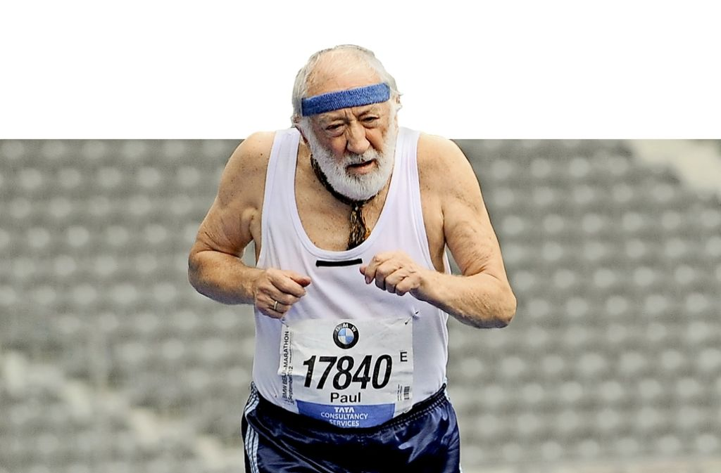 """Man muss sich nicht gleich so verausgaben wie Dieter Hallervorden in dem Film """"Sein letztes Rennen"""", aber Bewegung bis ins hohe Alter senkt das Demenzrisiko. Foto: dpa"""