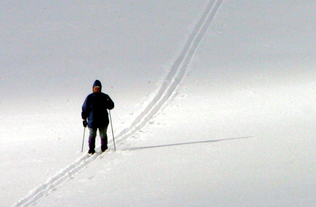 Skiwanderer in der Schweiz sind Opfer eines Lawinenabgangs geworden. (Symbolbild) Foto: dpa