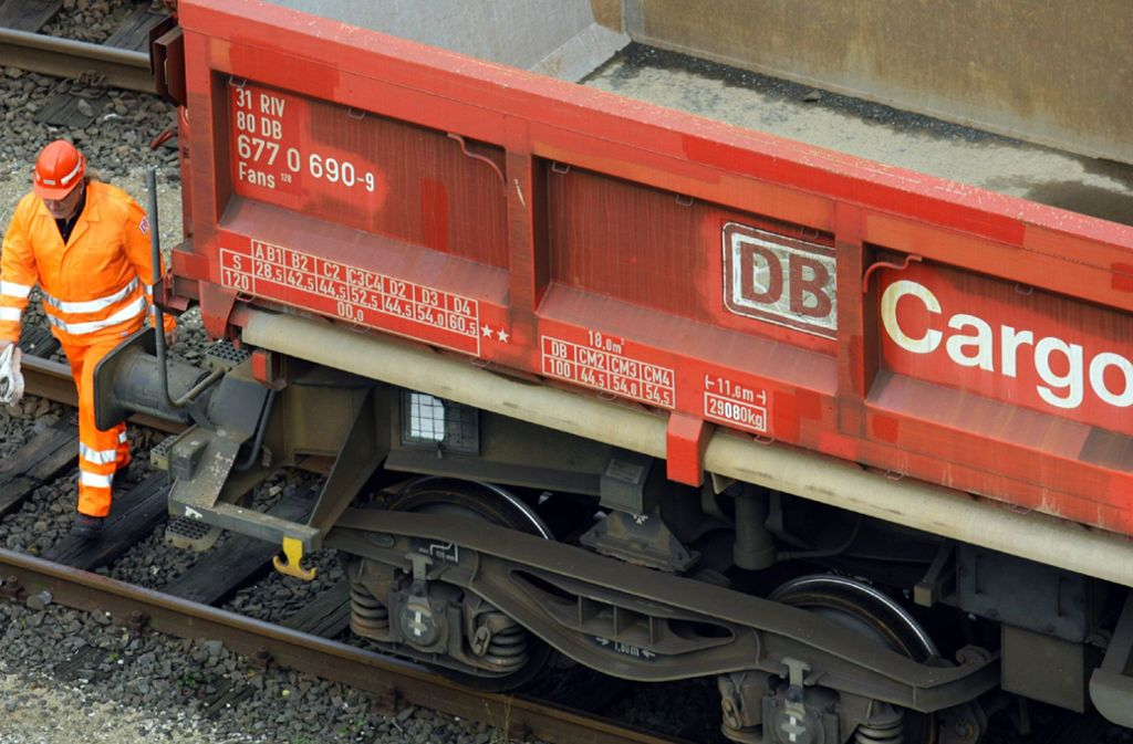 Die Güterbahn in der Krise: Die wirtschaftliche Lage bei DB Cargo soll dramatisch sein. Foto: dpa/A3833 Bodo Marks