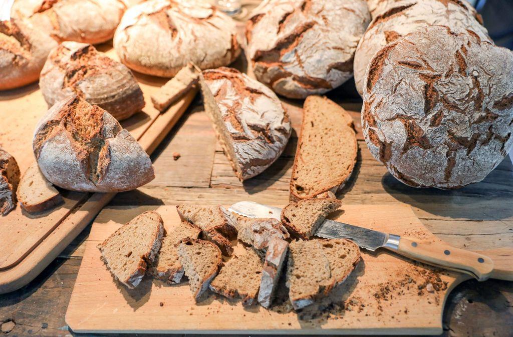 Frisches Brot vom Bäcker? Manchen reicht auch die Stulle aus dem Supermarkt. Foto: ZB