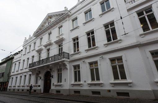 Ein 36 Jahre alter Mann muss sich vor dem Landgericht Freiburg verantworten. Er soll eine 12-Jährige über 300 Mal missbraucht haben. (Archivfoto) Foto: dpa