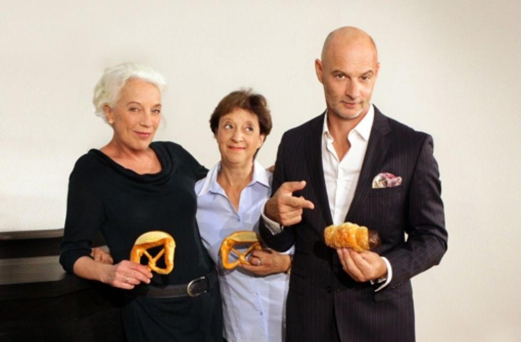 Im Backstreit: Ulrike Barthruff, Monika Hirschle und Simon Licht (v. l.) Foto: Schauspielbühnen