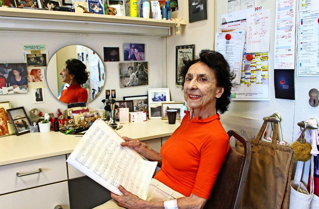 89 Jahre alt ist Georgette Tsinguirides aus Stuttgart-Riedenberg. Dabei wirkt sie immer noch  jugendlich. Foto: Caroline Holowiecki