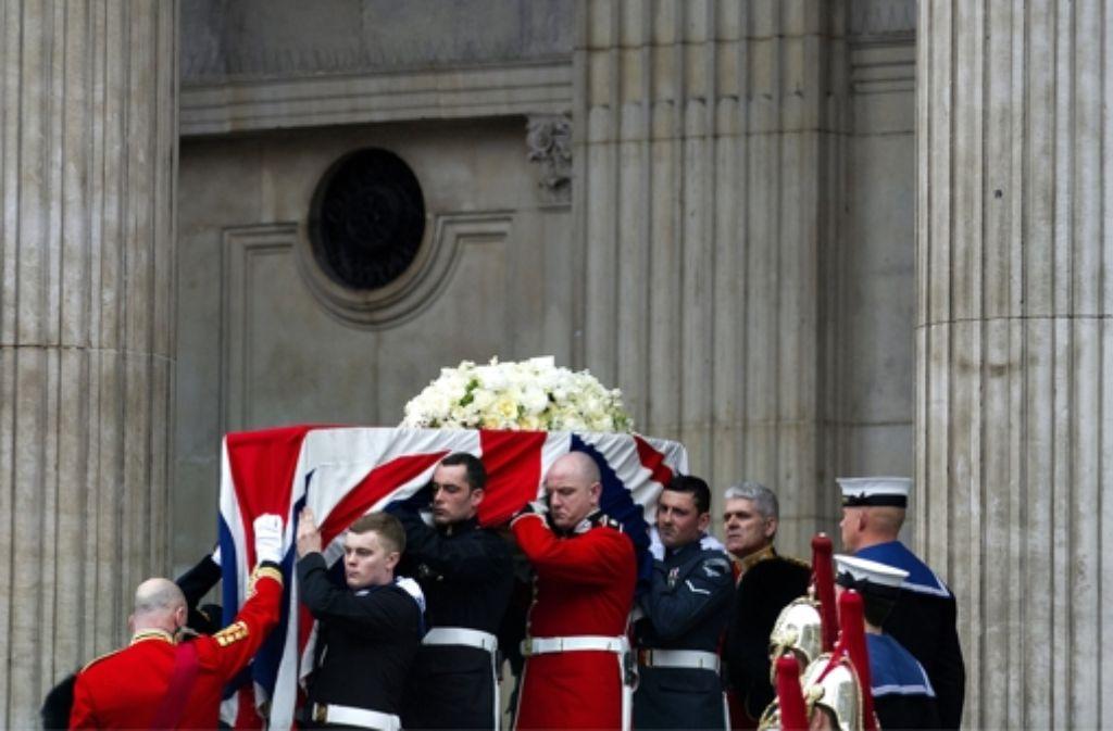 Weiße Rosen und pompöse Feierlichkeiten: Margaret Thatchers Beerdigung, Wir zeigen Bilder von der Abschiedszeremonie. Foto: AP