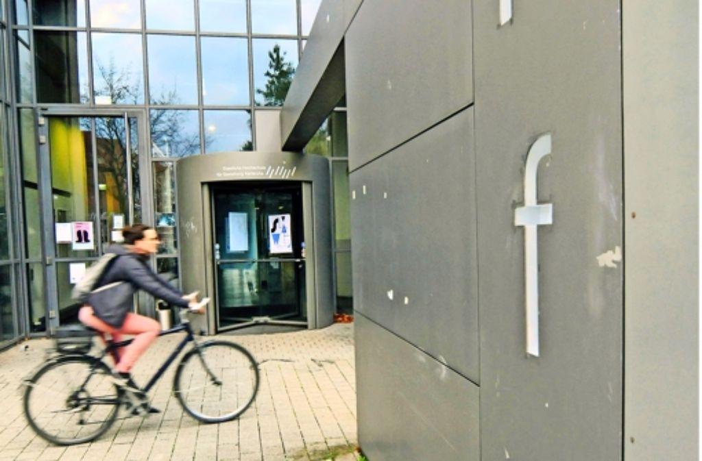 Peter Sloterdijk (oben), der frühere Präsident der Hochschule für Gestaltung, distanziert sich von AfD-Mitglied und Zögling Marc Jongen. Foto: dpa (2), Jehle