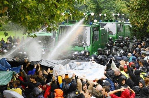 """Drei Polizisten wird  fahrlässige Körperverletzung im Amt während des """"Schwarzen Donnerstags"""" im Schlossgarten vorgeworfen Foto: dpa"""