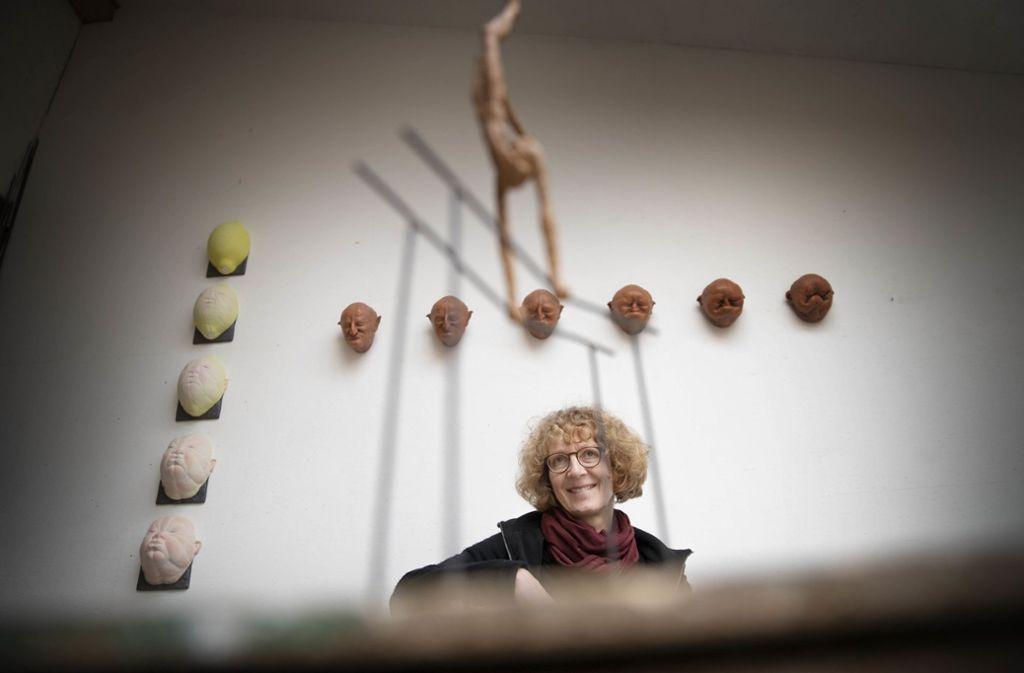Die Künstlerin Anette Mürdter in ihrem Atelier in Winterbach. Foto: Gottfried Stoppel