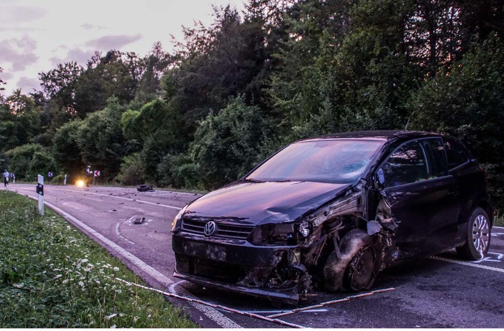 Laut Polizeiangaben kam der VW Polo in einer leichten Rechtskurve auf die Gegenfahrbahn ab. Foto: SDMG