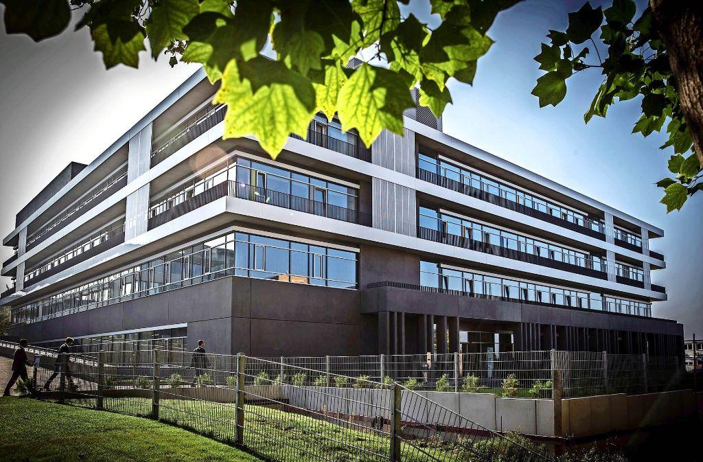 """Hier gibt es schon moderne Klimatechnik: der 2014 eröffnete """"Atrium""""-Bau des Robert-Bosch-Krankenhauses Foto: Achim Zweygarth - lichtgut"""