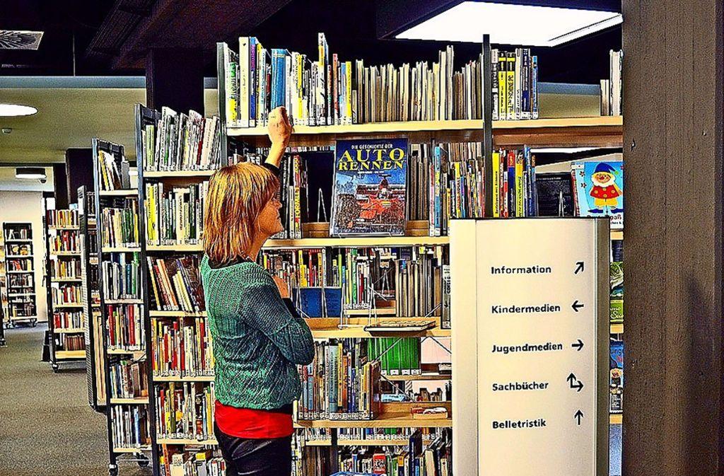 Mehr Leonberger mit geringem Einkommen sollen jetzt in den Genuss von Vergünstigungen kommen. Neu ist dabei auch die Stadtbücherei. Foto: Stadt Leonberg