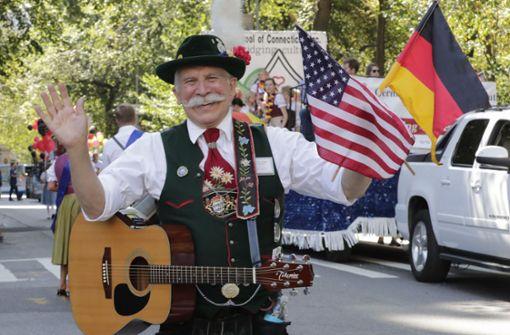 Tausende feiern deutsche Traditionen bei Steuben-Parade