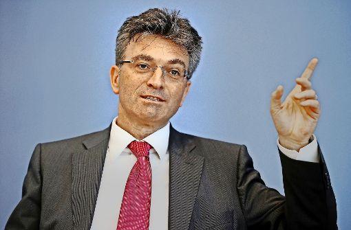 Dieter Salomon tritt für  dritte Amtszeit in Freiburg an
