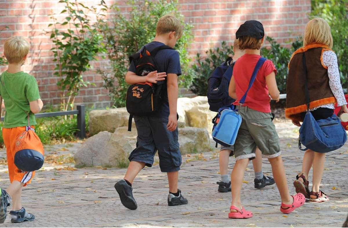Alle Grundschüler haben wieder Unterricht, Vesper müssen sich viele Ganztagskinder selber mitbringen. Foto: dpa/Jens Kalaene