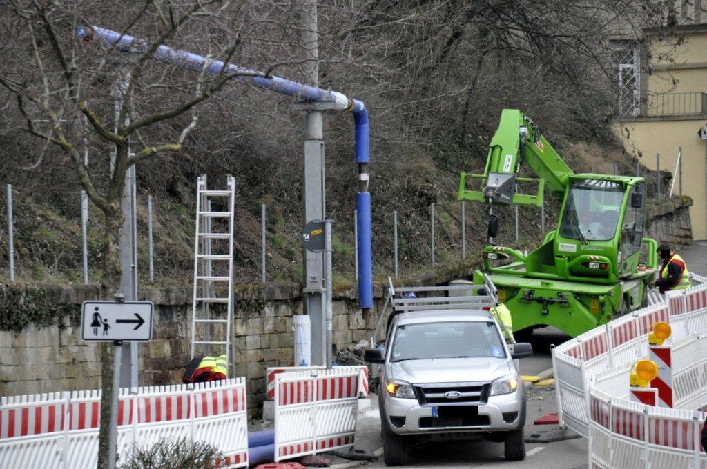 Die Arbeiten zum S21-Grundwassermanagement gehen weiter. Nun wurden im Kernerviertel in Stuttgart-Mitte die ersten blauen Rohre oberirdisch verlegt und aufgestellt - hier die Bilder. Foto: www.7aktuell.de |