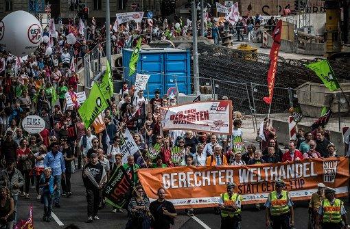Gegner der Freihandelsabkommen strömten zu Zehntausenden auf die Straße. Foto: Lichtgut/Max Kovalenko