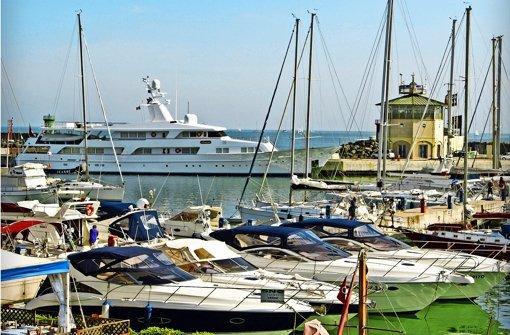Der Yachthafen in Rom:   Wer  es sich leisten kann, dort mit eigener Yacht  anzulegen, hat es geschafft.  Doch die Schere zwischen Arm und Reich geht auseinander. Foto: dpa