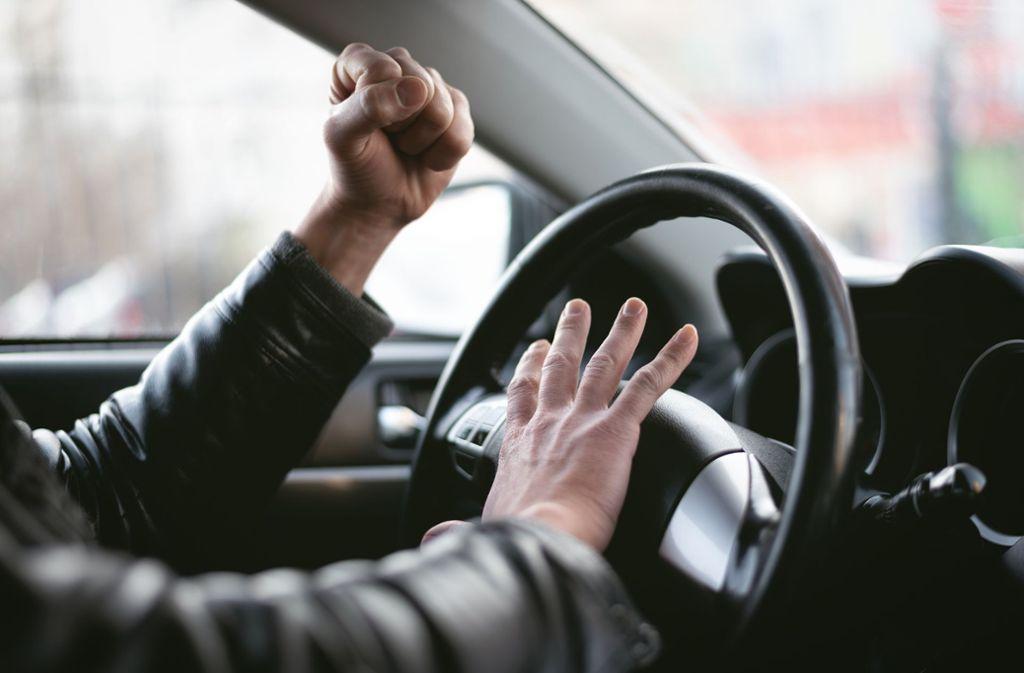 Ein Streit zwischen zwei Autofahrern in Hedelfingen ist am Freitag eskaliert. (Symbolbild) Foto: Shutterstock/n_defender