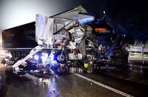 A6 nach Unfall mit Gefahrgut-Lkw gesperrt